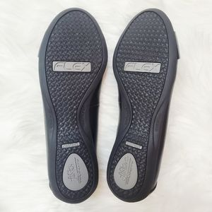 """Life Stride Shoes - Life Stride   Black """"Attention"""" Flats"""